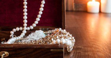 Pack Precious Jewelry